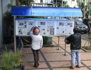 Reading Pikiran Rakyat in Bandung